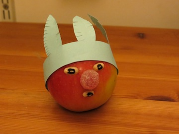 Easy Thanksgiving Crafts: 'Apple Indians' Table Decorations